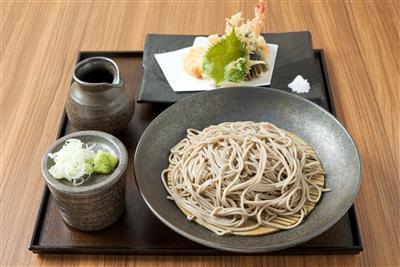 つるつるの十割そばと、さくさく天ぷらが味わえる本格日本そば店「十