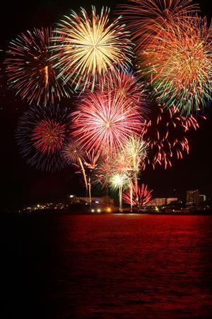 大迫力の花火が恩納村の夜空を彩る!「第5回 恩納村美ら海花火大会」