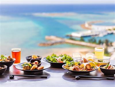 おいしい料理と絶景でとびきりの贅沢を! 眺めが美しい沖縄のホテル