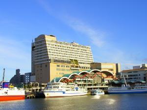 沖縄かりゆしアーバンリゾート・ナハは大型フェリーが発着する港に面するマリンリゾートとアーバンリゾートの拠点となる都市型ホテルです。