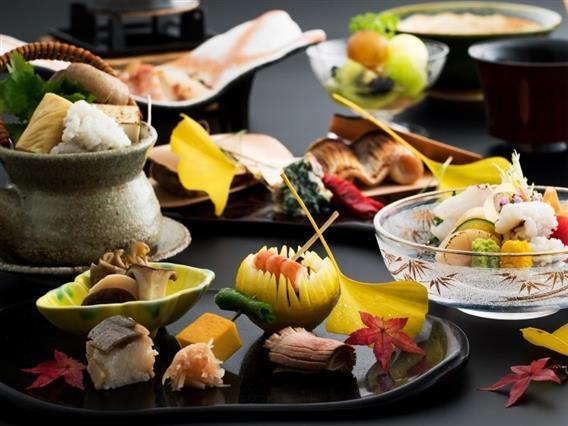 京都では欠かせない湯葉や生麩、白味噌に京野菜。本格京会席をお楽しみください