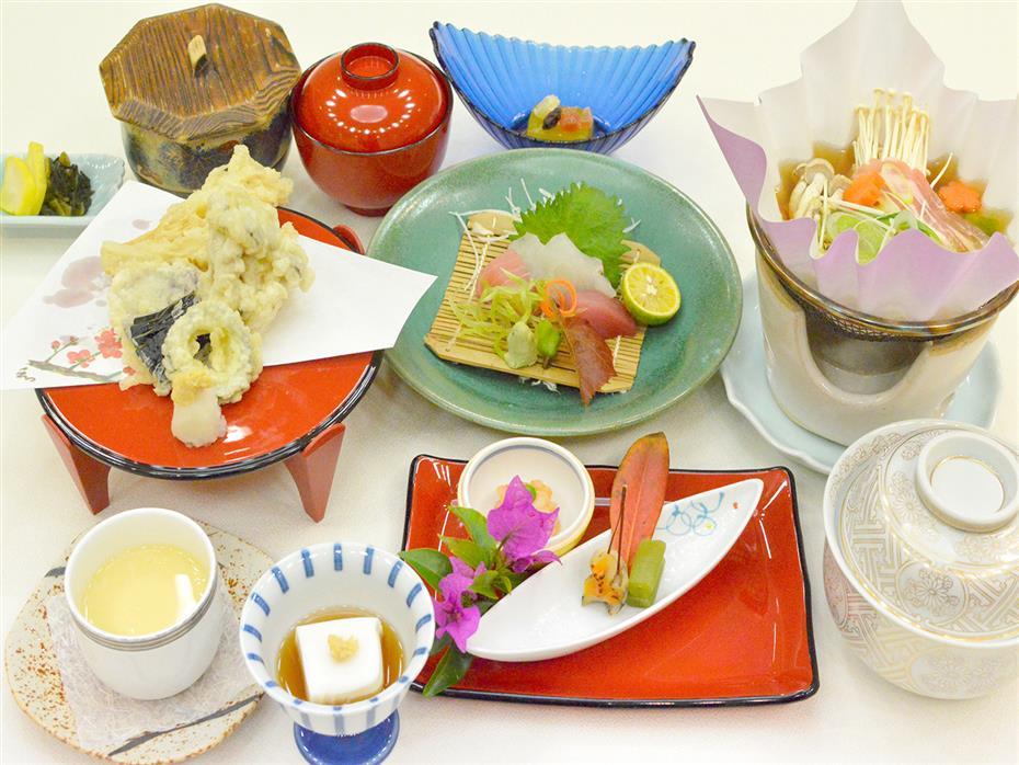 和琉レストラン  花織(はなうい)