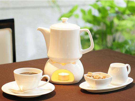 食事の後はゆったりと過ごせるコーヒー、紅茶のポットサービス