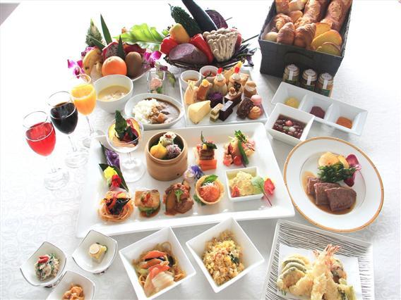 和食・洋食・中華55種類の料理と34種類の豊富なホテルスイーツ、21種類充実のドリンク等、全110種類のブッフェをお楽しみ下さい。