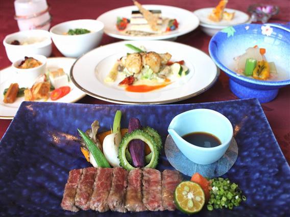和食会席や洋食フルコース、中華宴席等が同じテーブルで楽しめ、単品も豊富