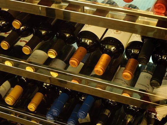 ワインも豊富に取り揃えています。
