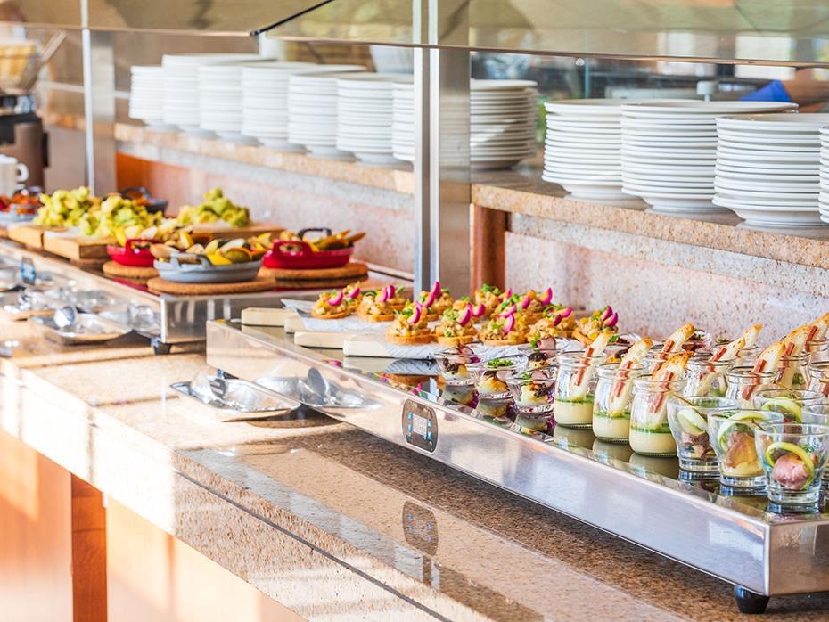その他前菜・サラダ・スープ・デザート・ドリンクは、ビュッフェスタイルでお楽しみください。