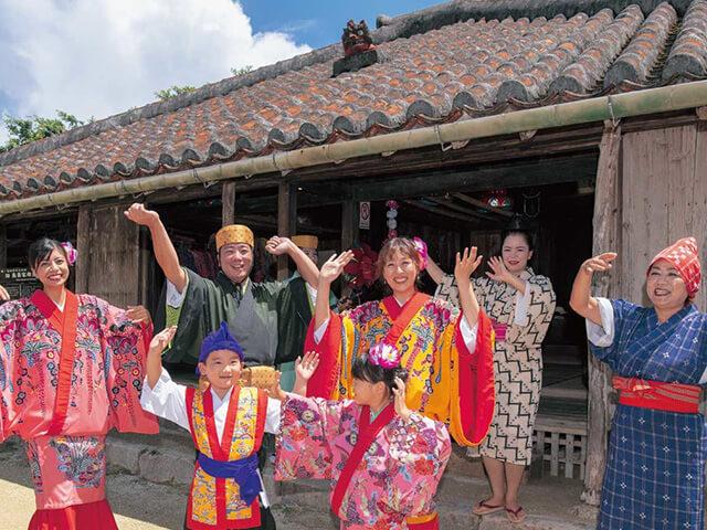 \琉球村入園/琉球古民家の中に入ったり、石畳の町並みで写真スポットも満載!